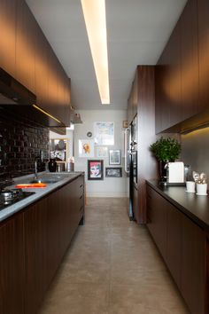 Estiloso e funcional. Veja: https://casadevalentina.com.br/projetos/detalhes/bonito,-funcional-e-cheio-de-estilo-521 #details #interior #design #decoracao #detalhes #decor #home #casa #design #idea #ideia #charm #cozy #charme #aconchego #style #estilo #casadevalentina #kitchen #cozinha