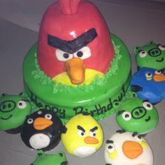 Angry Birds cake and cupcakes via www.facebook.com/heartsnbellies