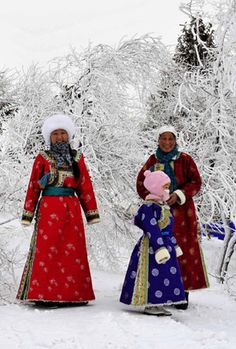 Inner Mongolia ~ People of Mongolian ethnic group pose for photos in Xi Ujimqin Qi, north China's Inner Mongolia Autonomous Region