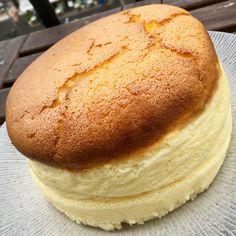Un cheesecake japonais – fulguropain Cheesecake Cake, Cheesecake Recipes, Dessert Recipes, Desserts Around The World, Arabian Food, Bread Baking, Sweet Recipes, Food Porn, Food And Drink