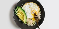 """Brown rice—higher in fiber and other nutrients than its white counterpart—is the perfect vehicle for this quick, protein-heavy lunch."" Source: Rice Bowl with Fried Egg and Avocado Recipe - Bon Appétit Healthy Grains, Healthy Snacks, Healthy Eating, Healthy Rice, Vegetarian Recipes, Cooking Recipes, Healthy Recipes, Cooking Tips, Cooking Steak"