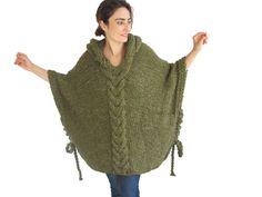 Este poncho está tejido a mano con cable knit del patrón. Está hecho con hilo de alpaca. Tiene una capilla. Usted puede usarlo en sus tapas o en capas. Es muy cálido y acogedor. También puedo hacer esta capalet en cualquier color y sus medidas. Es voluminosa. Sobre el tamaño - más tamaño.