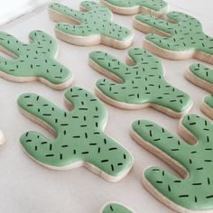 Cactus cookies for your Cinco de Mayo party Cute Cookies, Sugar Cookies, Kaktus Cupcakes, Succulent Cupcakes, Cactus Cake, Iced Biscuits, Mexican Party, Fiesta Party, Cookie Designs