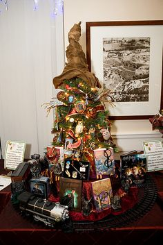 harry potter christmas! if only I could find the perfect sorting hat, we'd be doing this!