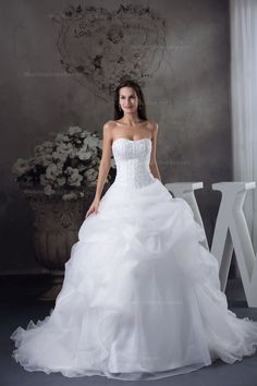 Glamourous strapless beaded embroidery topruffled organza wedding dress