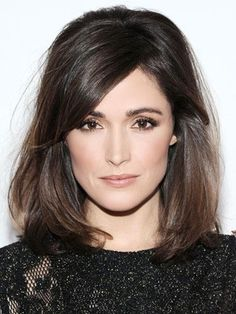 Rose Byrne's dyed her locks in a chocolate shade and rocked a implausible bob coiffure, reaching her shoulders. Rose Byrne's side-swept bang with a bit texture offered her with a beautiful look. Hair Styles 2014, Medium Hair Styles, Short Hair Styles, Hair Medium, Pretty Hairstyles, Bob Hairstyles, Bob Haircuts, Backcombed Hairstyles, Ladies Hairstyles
