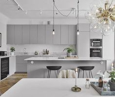60 Awesome Scandinavian Kitchen Decor and Design Ideas - InsideDecor Modern Grey Kitchen, Light Grey Kitchens, Grey Kitchen Designs, Gray And White Kitchen, Modern Kitchen Design, Interior Design Kitchen, Neutral Kitchen, Scandinavian Kitchen Cabinets, Modern Kitchen Cabinets