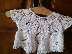 mes passions: un joli bolero garni de perles avec tuto gratuit Jacket Pattern, Crochet Baby, Crochet Tops, Crochet Clothes, Baby Items, Crochet Patterns, Diy Crafts, Shorts, How To Make