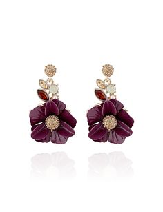 Earrings with floral accents are feminine and refined. Wear these for every day or for a special occasion.
