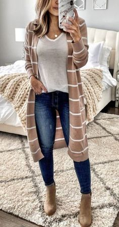 casual outfits for women / casual outfits . casual outfits for winter . casual outfits for work . casual outfits for women . casual outfits for school . casual outfits for winter comfy Simple Casual Outfits, Casual Fall Outfits, Fall Winter Outfits, Spring Outfits, Winter Clothes, Stylish Outfits, Work Casual, Outfits With Boots, Casual Weekend Outfit