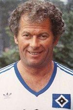 Hermann Rieger bedeutet über 26 Jahre HSV. Er ist der dienstälteste Masseur der Bundesliga, der einzigste der einen eigenen Fanclub hat. (Hermanns Treue Riege). Er ist ein echtes HSV-Urgestein, im schnelllebigen Fußballgeschäft noch einer auf dem man sich verlassen konnte. Einer der sich mit dem Verein identifiziert hat und mit dem sich die Fans identifizieren konnten. 1978 vermittelte Manfred Kaltz Hermann Rieger nach Hamburg und er blieb dem HSV immer treu .. ... nur der HSV !!