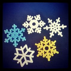 Snowflakes hama perler beads by hipitsuosittelee