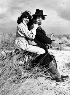 Elisabeth Sladen and Tom Baker. (Sarah Jane and 4th Doctor)