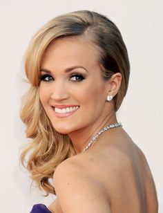 @Vogue Magazine Beauty Moment: Carrie Underwood on Smoky Eyes, Guilty Vegan Pleasures and the Secret to Big Southern Hair (Hint: It's #Oribe!)