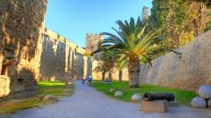 Who's interested in a walk round the sunny path of the moat after our famous and delicious breakfast? Greece Rhodes, Medieval Town, Rhode Island, Old Town, Paths, Mount Rushmore, Castle, World, Pictures