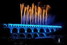 Soirée pyrotechnique au pont du gard par le groupe F Pont Du Gard, Places Worth Visiting, Roman Architecture, Tours France, Where To Go, Trip Planning, Fireworks, Provence, Places To Go