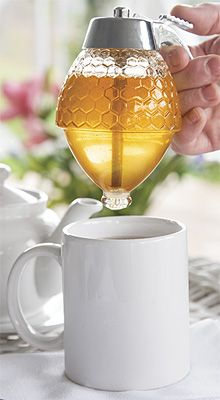 This trigger-release, glass honey dispenser solves the problem of messy syrup containers. Cool Kitchen Gadgets, Kitchen Items, Cool Kitchens, Kitchen Utensils, Kitchen Products, Honey Dispenser, Honey Packaging, Budget Holidays, Diy Bird Feeder