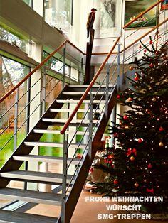 ღღ Merry Christmas - Frohe Weihnachten Wir wünschen allen Kunden, Lieferanten, Freunden und Treppenliebhabern ein wundervolles und friedliches Weihnachtsfest. #smgtreppen #treppen #stairs #escaleras www.smg-treppen.de #treppenbau #weihnachtsbaum #wirdenkenmit $lieblingstreppe