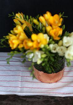 how to make a gold leaf vase