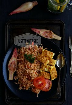 Resep Nasi Goreng Kecombrang Asian Recipes, Healthy Recipes, Nasi Goreng, National Dish, Food Tasting, Indonesian Food, Food Presentation, Fried Rice
