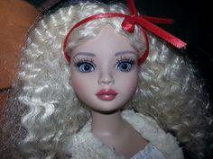 ELLOWYNE WILDE ESSENTIAL ELLOWYNE SEVEN DOLL with Wilde Daze wig