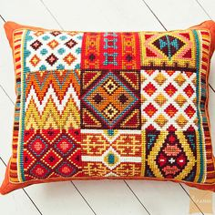 This Pin was discovered by Lyn Broderie Bargello, Bargello Needlepoint, Needlepoint Belts, Needlepoint Pillows, Needlepoint Stitches, Cross Stitch Borders, Modern Cross Stitch, Cross Stitch Designs, Cross Stitching