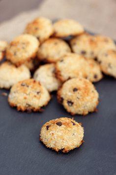 Chocolate Chip Coconut Macaroons #glutenfree #dairyfree + #refinedsugarfree by Tasty Yummies