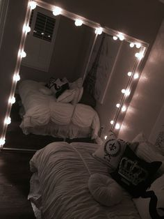 Dream Rooms : 33 Gorgeous Decor Ideas With Bedroom String Lights Small Room Bedroom, Home Bedroom, Bedroom Decor, Master Bedroom, Target Bedroom, Quirky Bedroom, Bedroom Ideas For Small Rooms Diy, Bedroom Inspo, Cute Room Decor