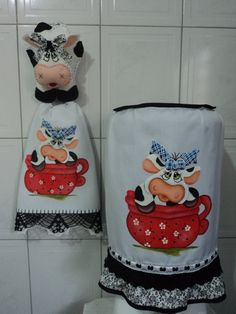 jogo de cozinha vaquinha - Pesquisa Google Cow Kitchen, Kitchen Sets, Cow Pattern, Cow Print, Fabric Painting, Make And Sell, Pot Holders, Baby Dolls, Projects To Try