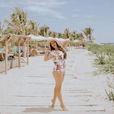 """Bonnie Hoellein on Instagram: """"1 layer of foundation 600 layers of sunscreen 989 layers of sweat and salty ocean water Best photo shoot ever ☀️ @vidanta + @albionfit =…"""""""
