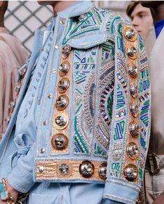 Dress to express, not to impress — fonziedidit: Balmain Menswear Denim Fashion, High Fashion, Balmain, Look Jean, Diy Kleidung, Mode Jeans, Fashion Details, Fashion Design, Jeans Denim
