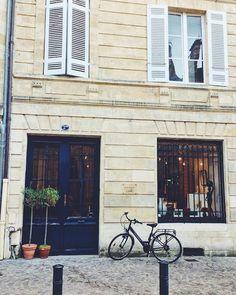 Les petites rues de Bordeaux recèlent de petits trésors ❤️ #monument #architecture #building #bordeaux #france #igersoftheday #igers #igersfrance #igersspain #picoftheday #photooftheday #instapic #instaphoto #instagram #instalike #instafollow #travel #viaje #viagem #like4like #likeforlike #vscocam #vsco #like #people #city #streetphotography #street #shop #shopping by marieworldslandscapes. like4like #city #instaphoto #street #instapic #building #vscocam #igersfrance #instagram #likeforlike…