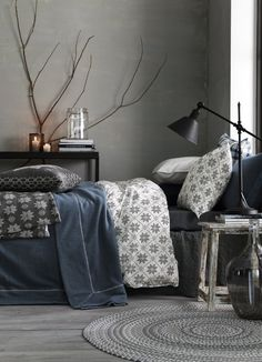Light grey wall, kept natural with the use of wood and lighting. Adding candles to a grey room really brightens it up and gives it a homely feel.