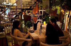 Casa Pilar es uno de los sitios nuevos aparecidos en los últimos tiempos en el barrio de Miramar.  El restaurante es tan chulo que a veces te hace pensar que estuvieses en un decorado, con su carta escueta pero cuidada y la propia estructura del local, en una casita de dos plantas con una terraza y un patio que no tienen rival.