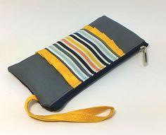 Carteira Porta-celular (Código:pc001)    Essa carteira é ideal para uma saída…