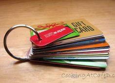 deze is slim! om al uw klantenkaarten netjes bij te houden zonder dat de portemonnee ontploft :)