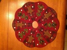 Wool applique mini xmas tree skirt - stitched by Nancy Bachand