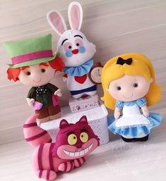 Felt Alice in Wonderland Plushies Inspiration *No instructions available. Felt Crafts Diy, Foam Crafts, Felt Diy, Crafts For Kids, Arts And Crafts, Felt Christmas, Christmas Crafts, Felt Animal Patterns, Felt Crafts Patterns