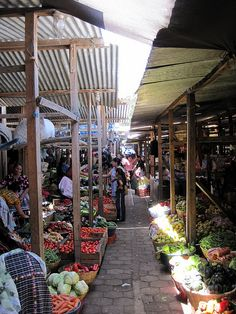 If you were to ask what is the one thing to NOT-MISS while in Guatemala, I wouldn't hesitate in a heart beat – Markets, markets, markets. Discover why: http://travelexperta.com/2013/11/guatemala-markets-antigua.html #guatemala #market #antiguaguatemala