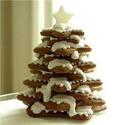 DIY Christmas Cookies - Find Fun Art Projects to Do at Home and Arts and Crafts Ideas Christmas Tree Food, Gingerbread Christmas Tree, Christmas Tree Cookies, Noel Christmas, Christmas Goodies, Christmas Baking, All Things Christmas, Gingerbread Cookies, Xmas Tree