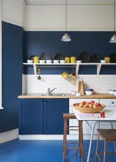 Küche in Blau & Weiß: Farrow & Ball Modern Eggshell, Wimborne White Stiffkey Blue London Stone Farrow Ball, Farrow And Ball Paint, Best Paint For Kitchen, Kitchen Paint, Kitchen Decor, Kitchen Colour Schemes, Kitchen Colors, Grey Kitchen Inspiration, Top Paint Colors