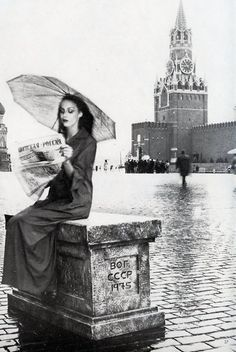 Jerry Hall In Russia (notice the Kremlin in the background), photographed by Norman Parkinson.
