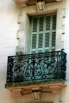 How to Garden Like a Frenchwoman Ideas coming from a Paris Balcony Tips for Spectacular o que é french balcony that will blow your mind French Balcony, French Windows, French Doors, Iron Balcony, Balcony Railing, Balcony Door, Beautiful Architecture, Architecture Details, French Provincial Home