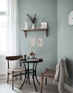 Hello there. Happy mid-week! Today I'm taking inspiration from this lovely Swedish apartment. I love how the space is both beautifully furn...