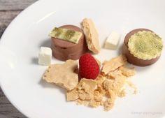 Meringata scomposta ai due cioccolati e lamponi | Dinner in Progress