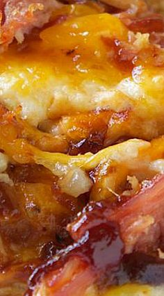 BBQ Baked Potato Casserole Super delicious and hearty casserole filled with mashed potatoes, cheese and BBQ. Quick Baked Potato, Bbq Baked Potatoes, Chicken Potatoes, Mashed Potatoes, Chicken Potato Casserole, A Food, Good Food, Pasta Sauce, Potato Recipes