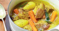 Apportez un peu d'exotisme à votre dîner avec cette recette de colombo tout droit venue des Antilles... Composée d'échine de porc, pommes de terre, aubergines, carottes, courgettes, oignon, ail, piment, citron vert et du fameux mélange d'épices typique, ce plat vous allez faire voyager vos proches avec cette recette haute en couleurs!