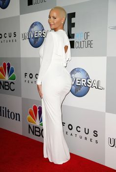 Amber Rose attends the NBCUniversal 2015 Golden Globe Awards Party, looks incredible in all white.