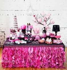 candy table fucsia y negro