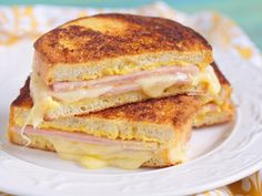 This is a true croque-monsieur Grilling Recipes, Cooking Recipes, Healthy Recipes, Healthy Food, Cooking Ideas, Low Carb Paleo, Grilled Ham And Cheese, Monte Cristo Sandwich, Wrap Sandwiches